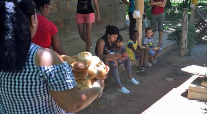 GOUTER ET DONATION A NOTRE CENTRE MISÉRICORDE DE LA HAVANE AVEC AMANDINE TOUTE L'EQUIPE DE CUBA.