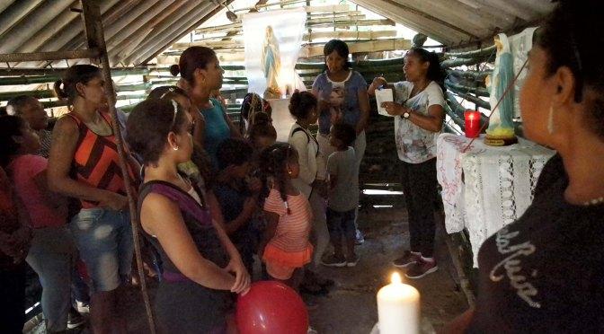 Présentation de la Vierge Marie aux enfants et familles de El Chico.