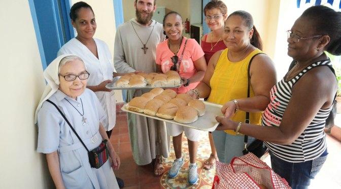 DONATION ET GOÛTER A LA GARDERIE « PADRE USERA » DE LA RUE MURALLA DANS LA HAVANE.