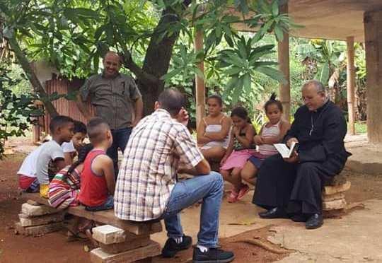 Évangélisation à la classe P.CESTAC du Centre Miséricorde Cuba, par le Père Eduardo.