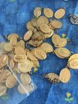 preaparation pour distribution des medailles miraculeuses-scapulaire de Marie.jpg2